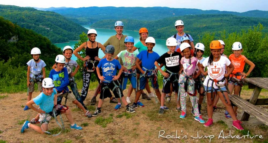 stage vacances verticales mini camp jura escalade canyoning via ferrata